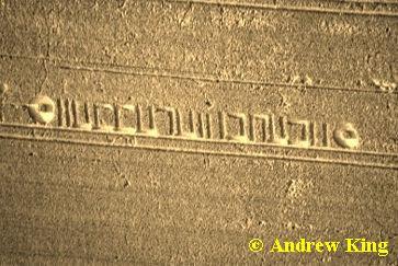 texto en hebreo en los circulos