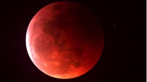 La-luna-roja-de-abril-desata-fanatismos-610x341