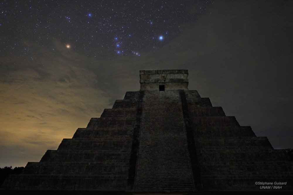 pirámide maya estrella